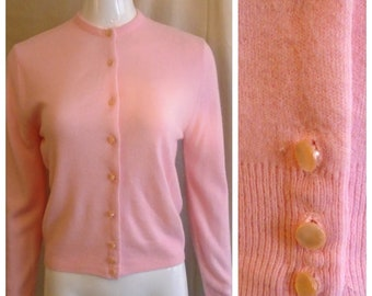 Vintage 1950s Sweater Pink Acrylic Cardigan Rockabilly Medium