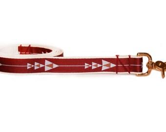 Maroon dog leash, arrow print