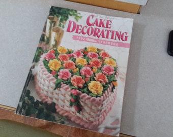 1992 Wilson cake decorating yearbook paperback