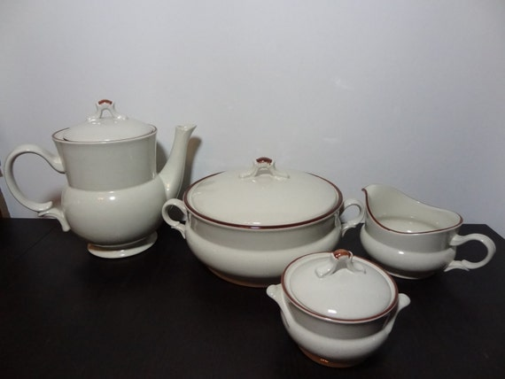 Vintage Hearthside Stoneware Casual Elegance Teapot/Coffee