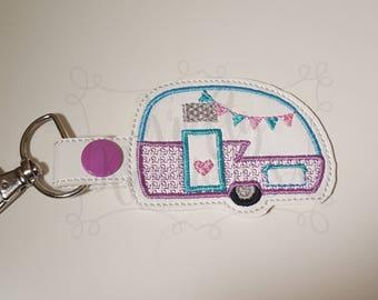 Happy camper keychain,vintage camper key ring, glamping key fob,glamping snap tab,camper key fob. camper party favor,camper charm,