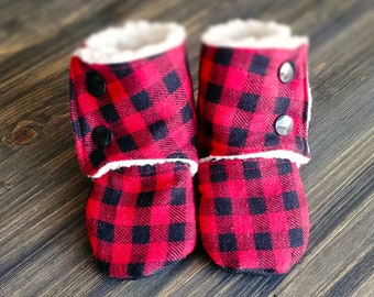 Buffalo Plaid Baby Booties // Stay on Booties // Baby Shoes // Soft Soled Shoes // Crib Shoes // Baby Gift // Lumberjack Plaid Booties