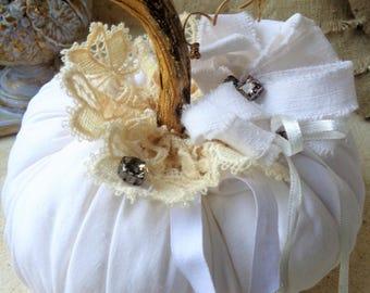 Citrouille de NOËL shabby chic en lin ancien blanc dentelle et strass