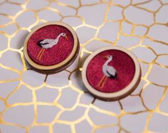 Custom wooden Embroidered brooches//gift for her//hand-embroidered round pins birds crane//handmade