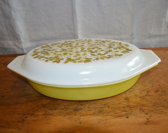 Sale! Lovely PYREX Casserole with Lid. Pattern is called VERDE Green. Lid Has Great Olive-Leaf Design