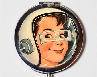 Retro Space Boy Compact Mirror - 1950s Kitsch Astronaut - Make Up Pocket Mirror for Cosmetics