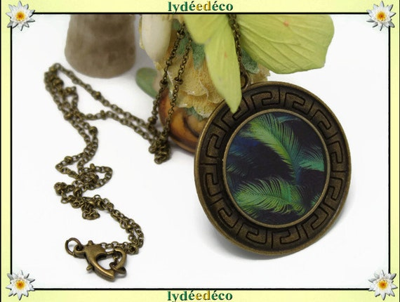 Retro ethnic vintage dark green feather pattern brass and resin heart pendant 40mm ball chain necklace