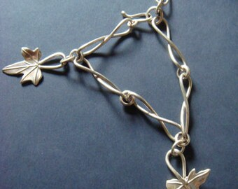 ivy leaf bracelet with simple twisted loop links