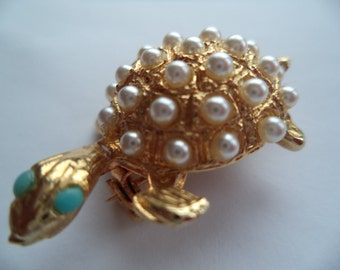 Fabulous Unsigned Vintage Goldtone/Faux Pearl Turtle Brooch/Pin  Small