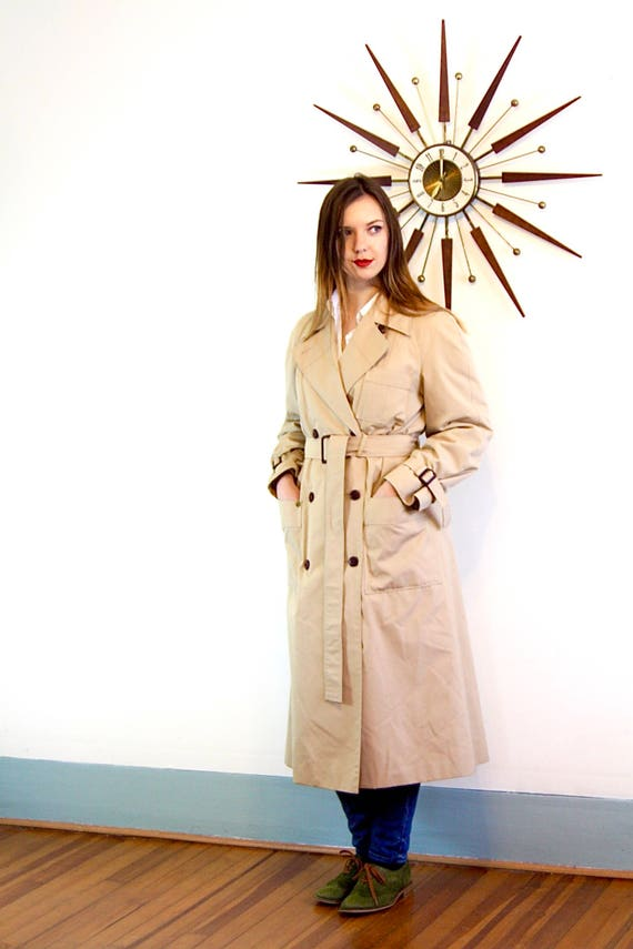 Etienne Aigner trench coat, Padded Lined trench, Womens trench coat, Vintage Trench coat, Khaki trench coat, classic tan trench, Ladies Sz L