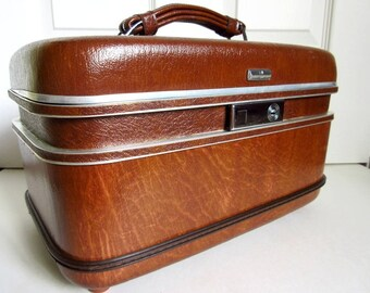 "Cosmetic Hard Train Case 15"" Airway, Vintage with Mirror, Key"