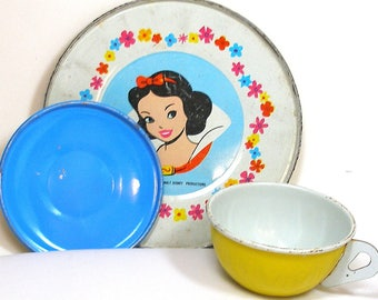 60's Snow White, Storybook Tin Toy Tea setting with 3 pieces by Walt Disney.