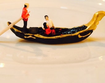 Tiny Gondola with Couple in Love in HO Scale Perfect for Planter or Terrariums