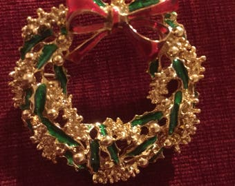 Vintage Gerrys Christmas Wreath Pin Gold ton & Enamel