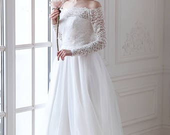 Corseted wedding dress / Fluffy skirt wedding gown / Chantilly lace wedding dress / Long sleeves wedding dress