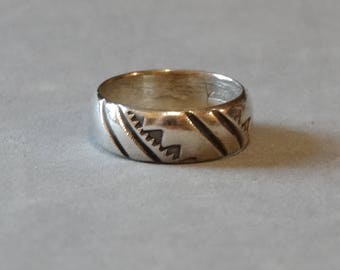 Vintage Native American Sterling Silver Wedding Ring Band Handmade Southest Size 4.5 Signed By Artist TIM Mens Mans Ladies Unisex Jewelry