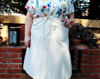 Plus Size - Vintage Cream A-Line Faux Tie Knee Length Skirt (Size 16/18)