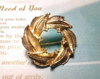 vintage costume brooch pin jewelry flower. gem stone