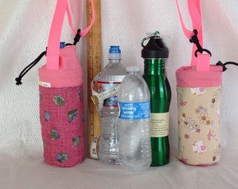 Insulated tote for 16 - 25 oz. (half liter to 750ml) containers Hello kitty and umbrellas