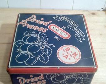Vintage TIN BOX / Vintage biscuit tin box