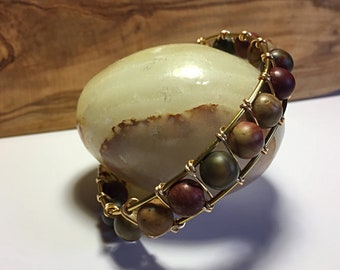 Brass wire and agate beads bracelet