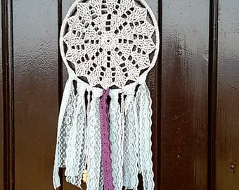 Dreamcatcher crochet mandala in cotton, ribbons and wood beads