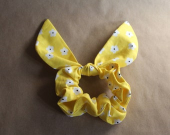 Yellow Daisy Scrunchie with Bow