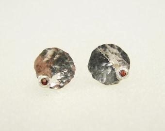 """Sterling silver / Garnet - Earrings : """" In the Cleft """""""