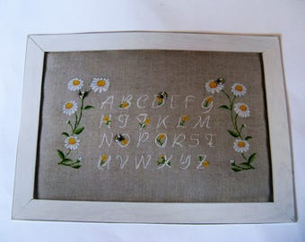 Embroidery Kit counted cross stitch on linen pattern daisies and bees
