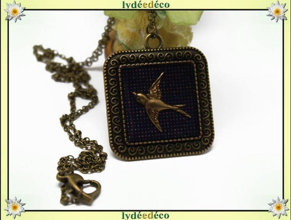 Necklace vintage retro bird purple polka dot retro resin and brass Locket 25mm Locket