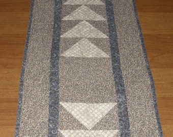 Modern Quilted Table Runner, Table Runner Quilt, Taupe Gray Table Runner, Neutral Table Runner, Grey Taupe Table Runner, Quiltsy Handmade