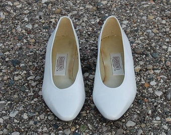 Women's Bandolino shoes in pearl white genuine leather size 8 M |Square kitten heel pumps with rounded pointy toe| Summer vintage shoes