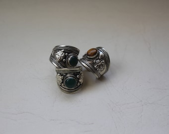 adjustable ring with glass center