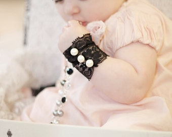 Fingerless Lace Gloves/Wrist Cuffs with Pearl Buttons Newborn/Baby/Child Photo Prop