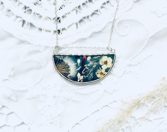 Blue pendant with dandelion seeds and pressed flowers. Very feminine and suitable for every occasion. Sterling silver chain and suede rope.