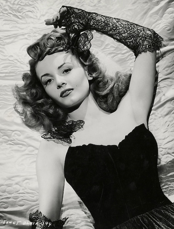 1940S Era Sultry Actress Rita Hayworth-Black And-7110