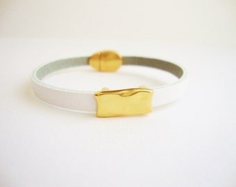 Leather Bracelet white passing rectangle hammered and magnetic clasp