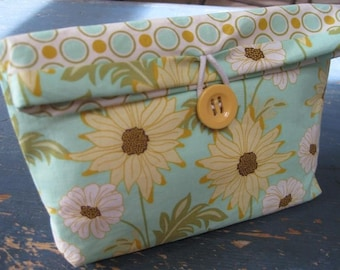 HOLIDAY GIFT GIVING / Medium MAKE-UP Pouch/Clutch / (Sandi Henderson) Daisy Path in Robin's Egg