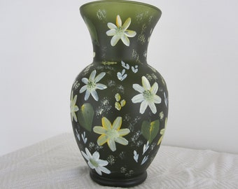 Vase dark green with white and yellow daisies, hand painted, great Mothers day gift, Birthday, Anniversary, Bridal shower, Housewarming,