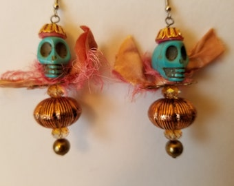 Skull Earrings. In the pink. Rosy metalized plastic, crystals and sari silk, Ready to party.