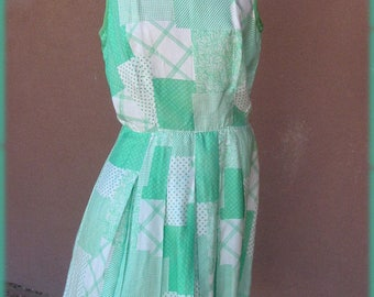 VINTAGE 1960s - White and green sleeveless silk summer dress