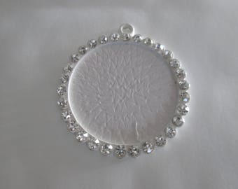 a pretty white pendant with Rhinestones, holder for cabochon 25 mm