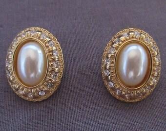 Pair of Richelieu Oval Earrings