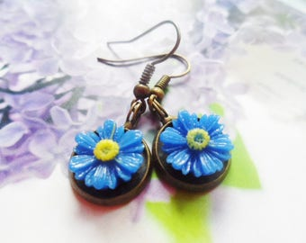 FREE SHIPPING! Brass daisy earrings with yellow or blue daisies, vintage and nature jewelry, Selma Dreams gifts for her