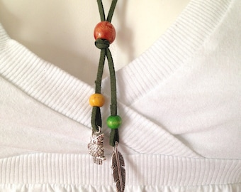 Necklace ethnic Chic suede Suede, wooden beads, silver charms