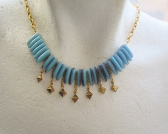 Blue And Purple Glass Daggers With Golden Charms and And Golden Chains Necklace . Collier