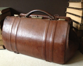 Antique France // Woody Brown Leather // Gladstone Doctors Case