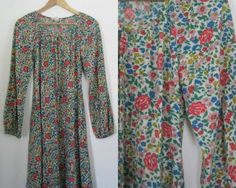 Vintage 70s flower print dress / Rose print floral Folk Hippie dress
