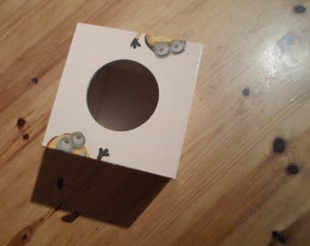 Box has handkerchief square with 3D effect