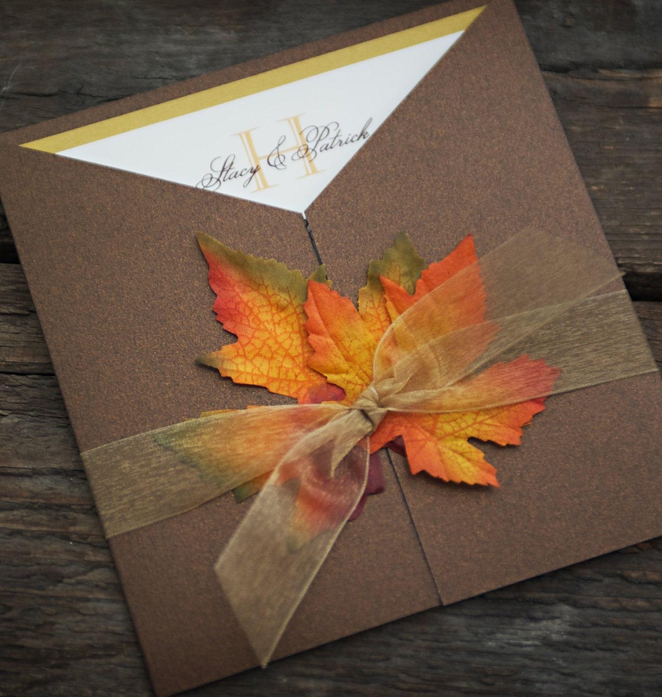 Herbst Herrlichkeit Probe - Mmmm ist der Geruch von Herbst in der Luft! Erfassen Sie die Schönheit der Herbstsaison mit dieser eleganten Altarfalz-Einladung. Di